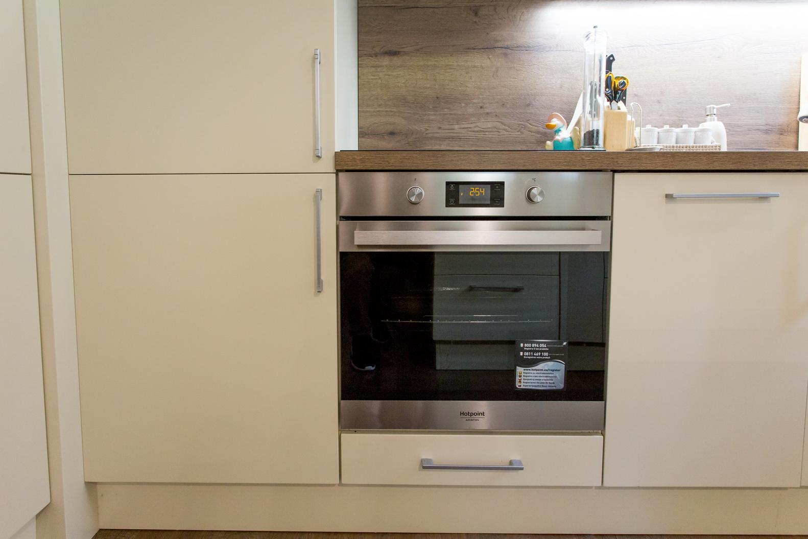 Modern, selyemfényű MDF konyhabútor